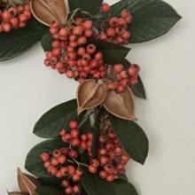 christmas-wreath-with-foxglove-tree-pods